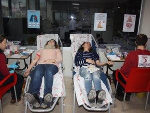 Kan bağışına basından destek