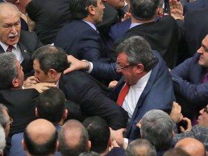 Tunç, Meclis'te yaşanan kavgayı eleştirdi
