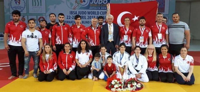 35 ülkeden 254 sporcu yarıştı