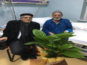 Altunok, şehit babasını hastanede ziyaret etti