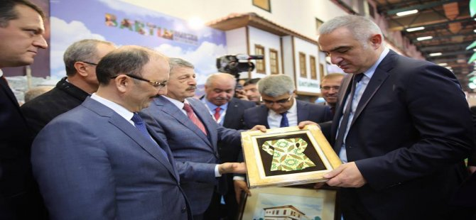 Kültür ve Turizm Bakanı Ersoy, Bartın standını ziyaret etti