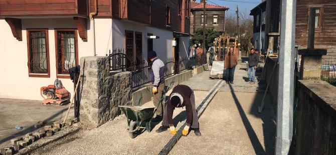 Hanife Samancıoğlu Sokak'ta antik parke çalışması