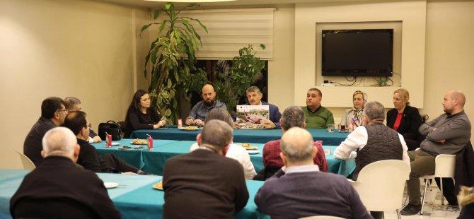 Akın, Beyaz Köy sakinlerine çalışmaları ve projeleri anlattı