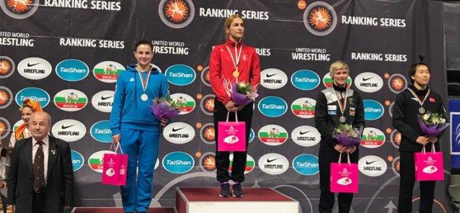 Buse Tosun Dan Kolov'da şampiyon oldu