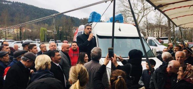 CHP'li Umut Oran, yoğun ilgiyle karşılandı