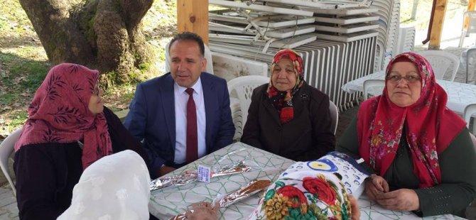 Başkan Can, Kumluca'da sıkmadık el bırakmıyor