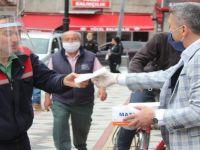 İl Başkanı Kalaycı, maske dağıttı