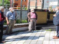 65 yaş üstü vatandaşlar bayramın keyfini sokakta çıkardı