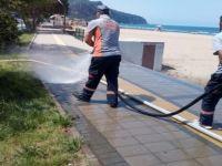 İnkumu'nda yol ve kaldırımlar tazyik su ile yıkandı