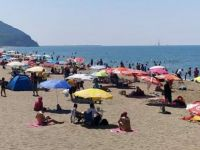 Corona virüs tehdidine rağmen plajlar tıklım tıklım