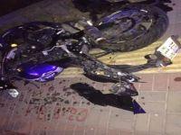 Kazada ağır yaralanan genç yaşam mücadelesi veriyor