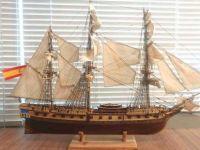 İki ayda yaptığı gemi maketini hediye etti