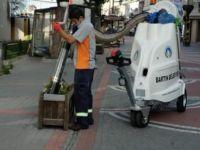 Caddeler Vakumlu Süpürme Aracı İle Temizleniyor