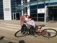 Bisikleti Çiğnenen Minik Utkuya Bakan Kasapoğlu'ndan Hediye