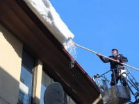 Çatılarda Biriken Karlar Temizlendi