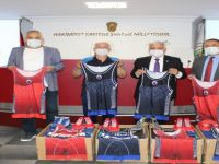 Amasra Endüstri Spor Güreş Kulübüne malzeme desteği