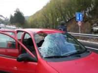 Otomobilin Üzerine Kaya Düştü: 3 Yaralı