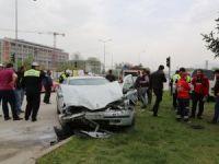 Otomobille minibüsün çarpışması sonucu 4 kişi yaralandı