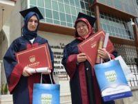 Üniversiteyi Kızıyla Bitirdi