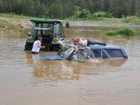 Çeşmeden Su Getirmek İsterken Otomobil Su Altında Kaldı
