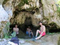 Sıcaktan Bunalan Vatandaş Mağaralara Sığındı