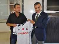 Fanatik Beşiktaşlı Gaziye Kaymakamdan Forma Hediyesi