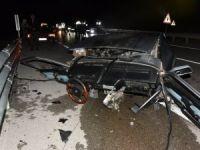 Kaza Yapan Otomobil İkiye Bölündü: 3 Yaralı