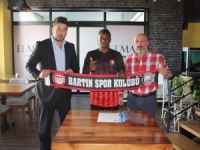 Nijerya'lı kanat Ofasa Fransis Ona ile resmi sözleşme imzalandı