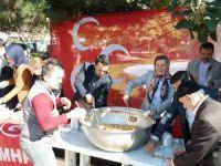 MHP Kozcağız teşkilatı 3 bin kap aşure dağıttı