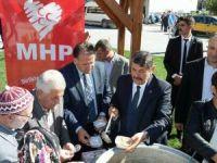 MHP ilçe ve belde teşkilatı aşure dağıttı