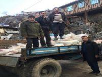 Evi Yanan Köylülere Komşu Köyden Buğday Yardımı Geldi