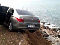 Askıda Kalan Otomobili Vatandaşlar Tuttu