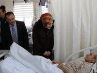 Vali Dirim'in Eşinden Hasta Ziyareti