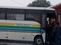 Halk Otobüsü Evin Duvarına Çarptı