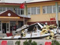 Bolu'da Fırtına Okulun Çatısını Uçurdu