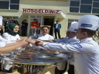Aşçı Adayları, Kepçelerini Alt Sınıflara Teslim Etti