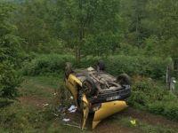 Direksiyon hâkimiyeti kaybolan araç takla attı