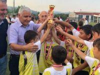 U-11 futbol şenliğinde ipi göğüsleyen Kemer Gençlikspor oldu