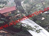 Hortum ev çatılarını uçurdu