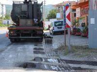 Fatih Sultan Mehmet Caddesi'nde Yan Yol Asfaltlanıyor