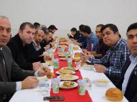 Başkan Akın, belediye personeliyle yemek yedi