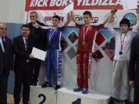 Tunç ve Aldatmaz, kick boks şampiyonlarına madalyalarını takdim etti